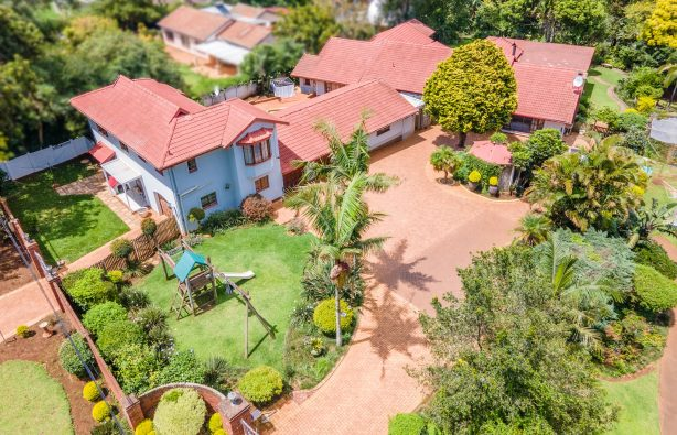 13 Van Riebeeck - Board and Cover